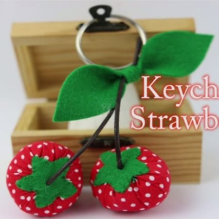 Key Chain Strawberry (JUN)