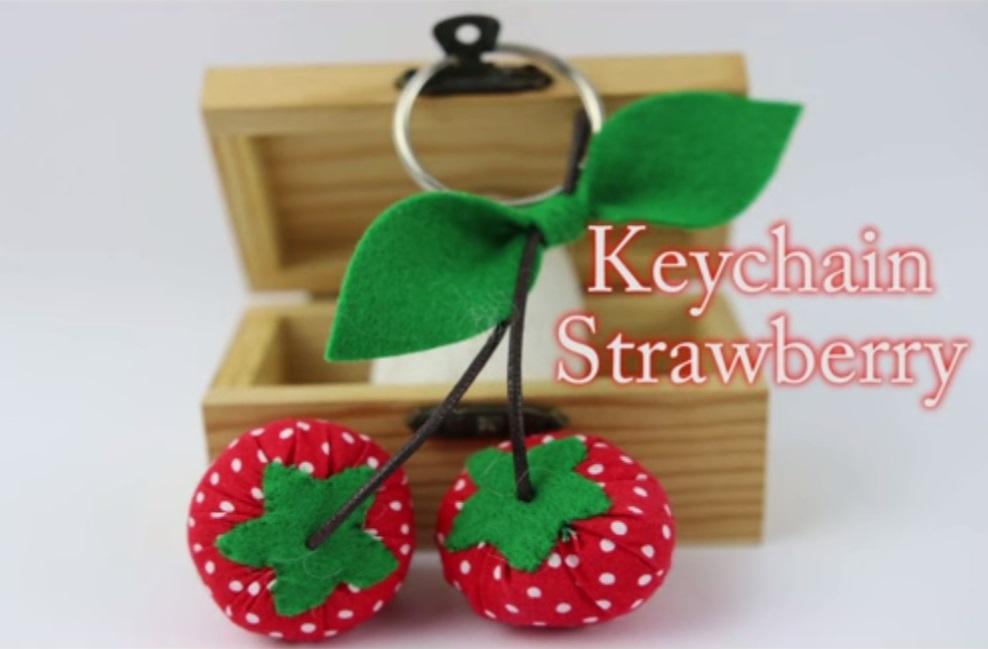 Key Chain Strawberry (JUN)